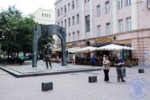 Памятник Булату Окуджава
