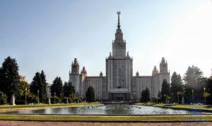 Прогулка около главного здания МГУ