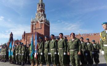 День создания Вооруженных Сил России В_парадном_строю_