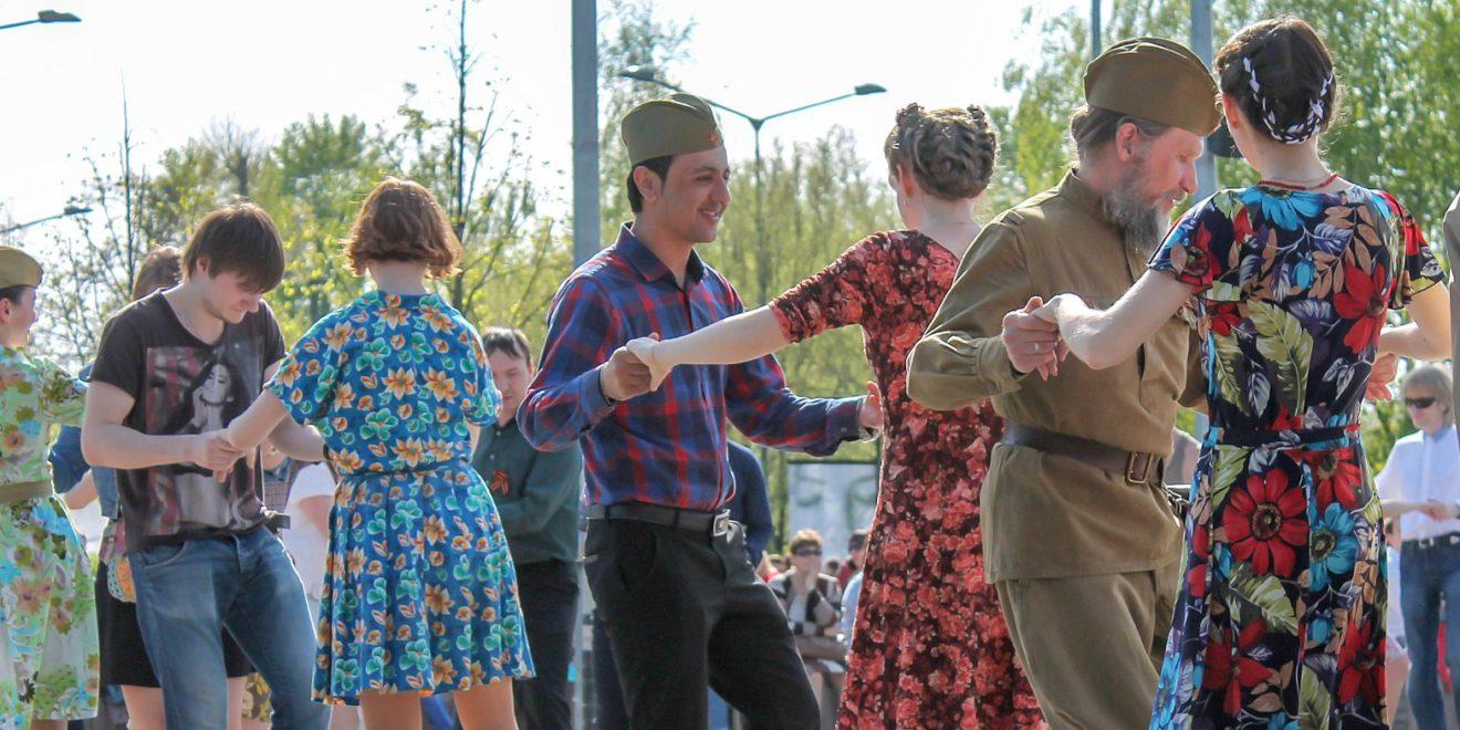 Более 500 человек приняли участие в репетиции вальса Победы в Москве