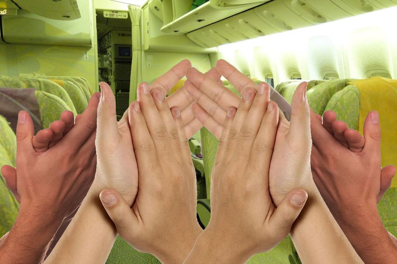 Аплодисменты в салоне самолеты после посадки