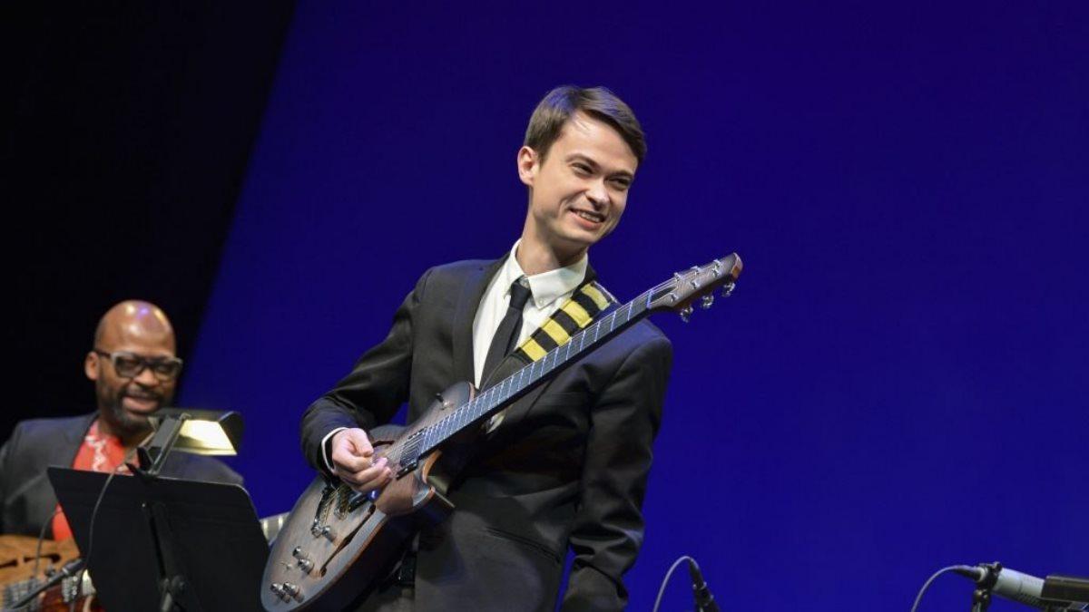 Российский гитарист Евгений Побожий