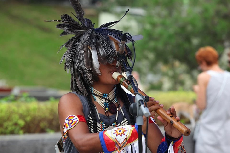 Мелодии Перу: Этническая группа Yarik Ecuador в России