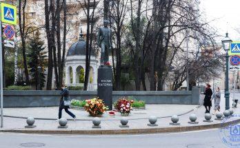 Памятник Муслиму Магомаеву в Москве