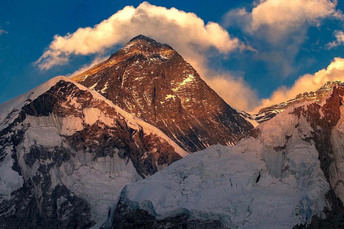 Гора Джамалунгма