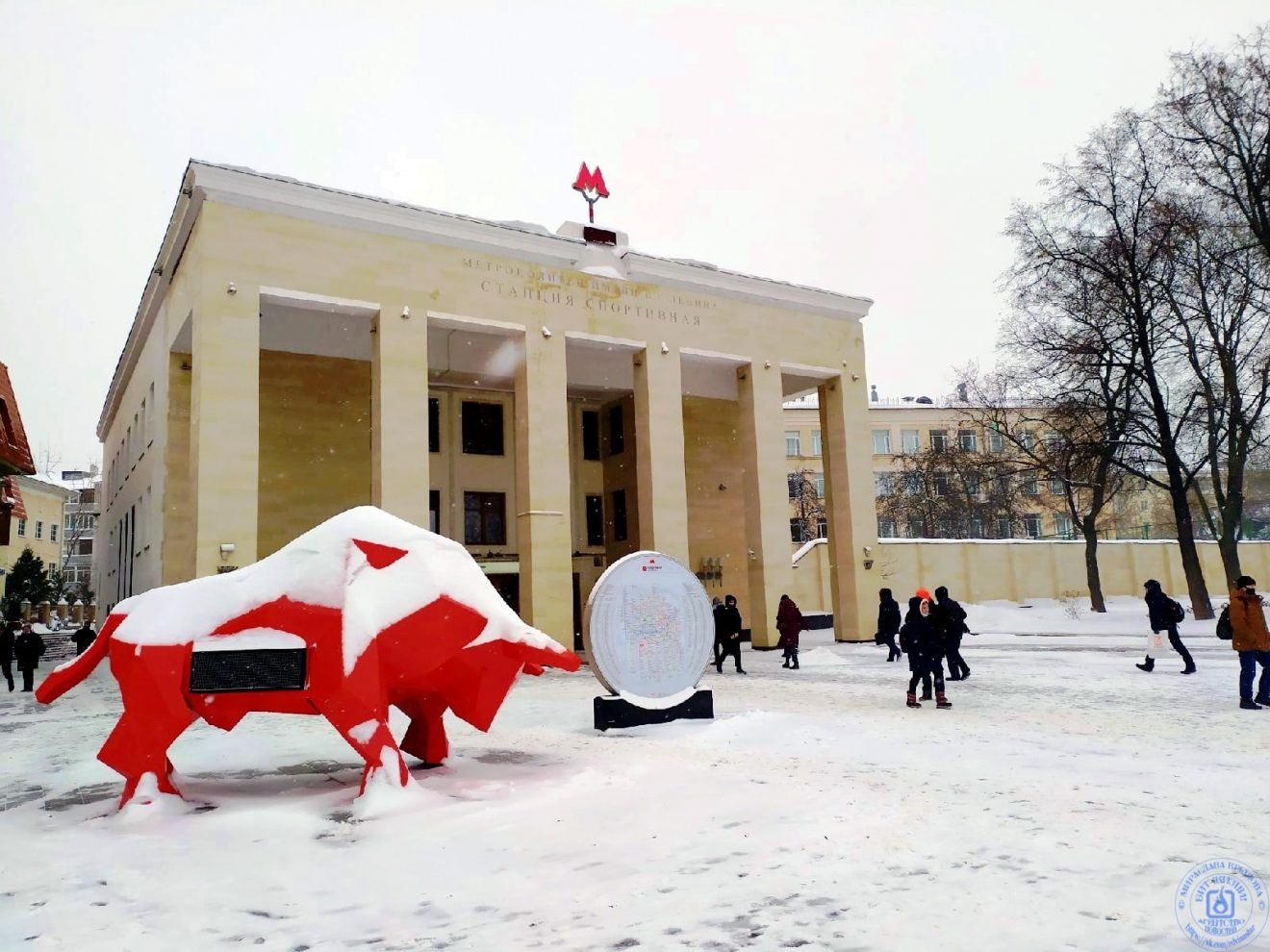 """Инсталляция """"Красный бык"""""""