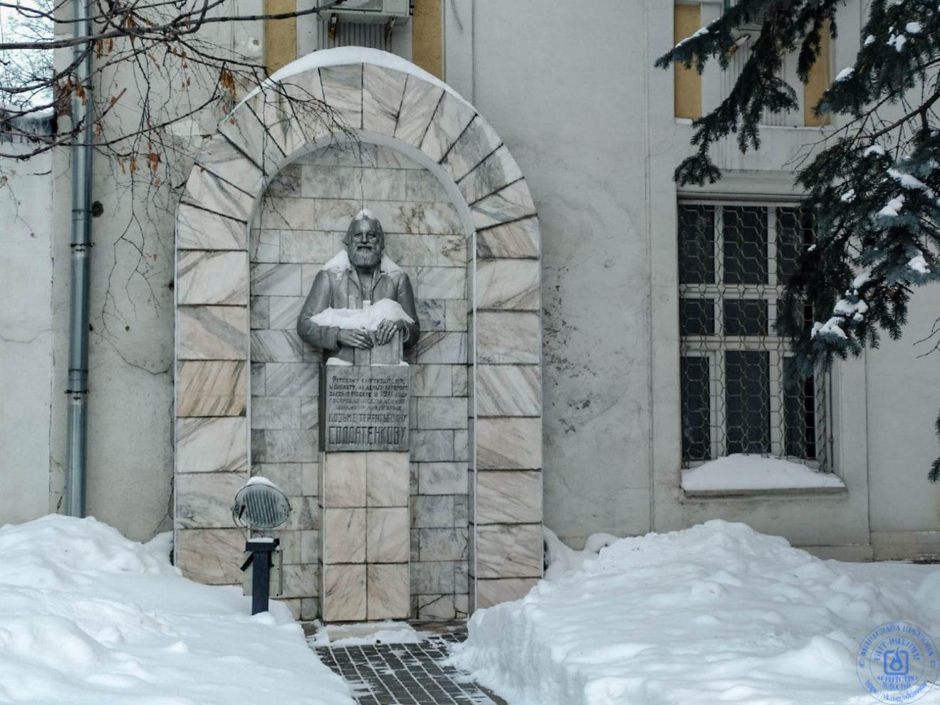 Памятник Козьме Терентьевичу Солдатенкову в больнице им. С. П. Боткина