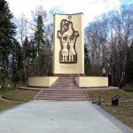 Монумент в парке Речного вокзала