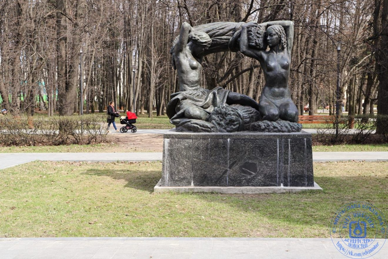 Установлен в в парке дружбы в Москве