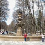 Красивый, изящьный фонтан