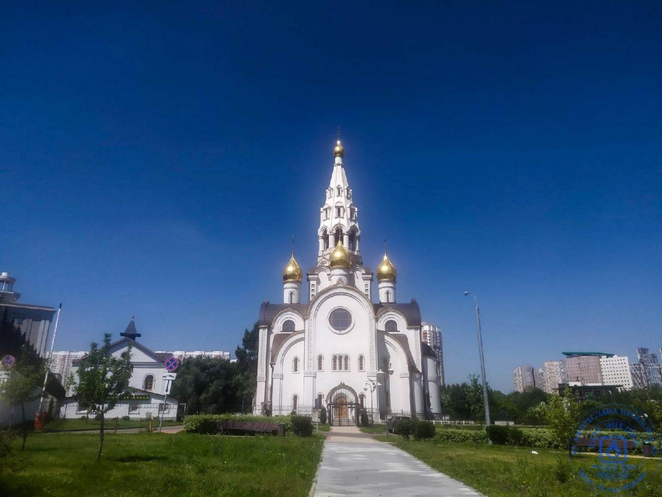 Храм Иверской иконы Божией Матери строится на юго-западе Москвы, на пересечении Мичуринского проспекта и ул. Лобачевског